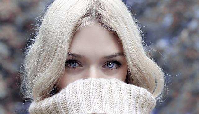目の美しい女性